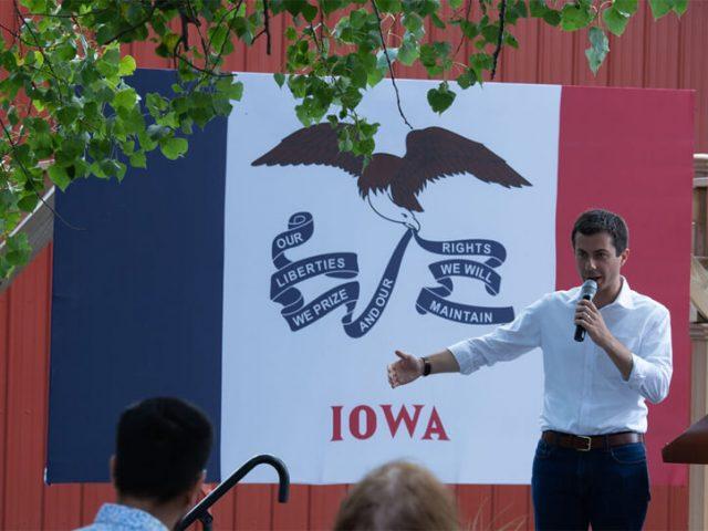 Präsidentschaftskandidat Pete Buttigieg hält eine Rede in Iowa.