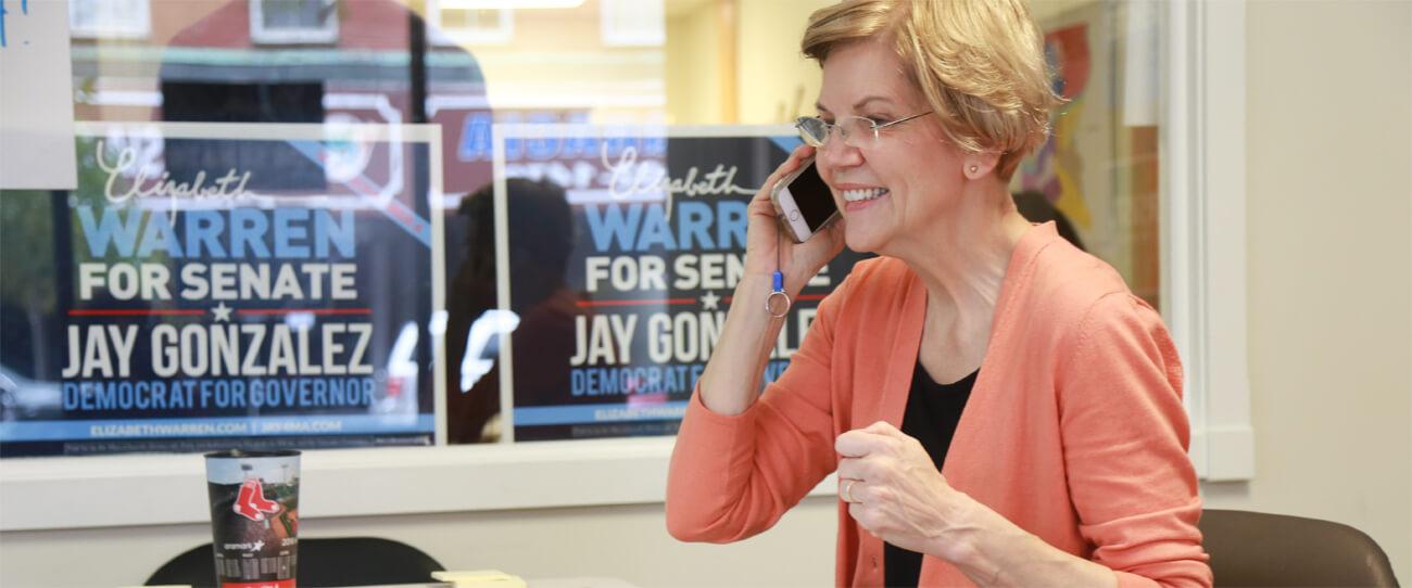 Präsidentschaftskandidatin Elizabeth Warren bei einer Phone-Session.