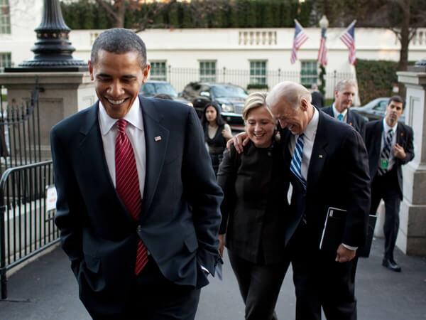 US-Präsident Barack Obama, Außenministerin Hillary Clinton und Vizepräsident Joe Biden auf ihrem Weg vom Weiße Haus.