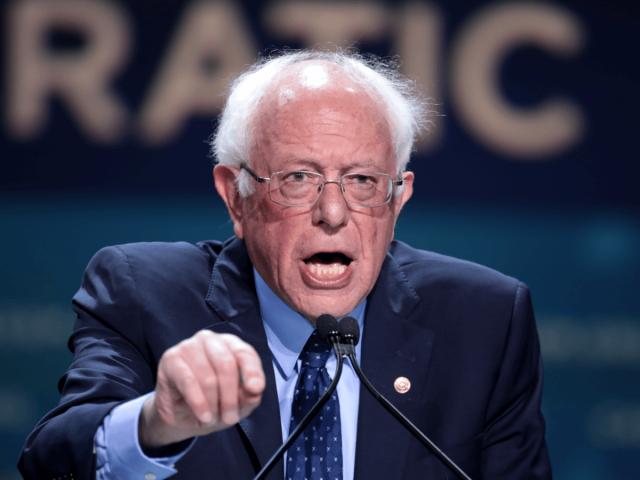 Bernie Sanders spricht zu Delegierten beim Demokratischen Parteitag in Kalifornien.