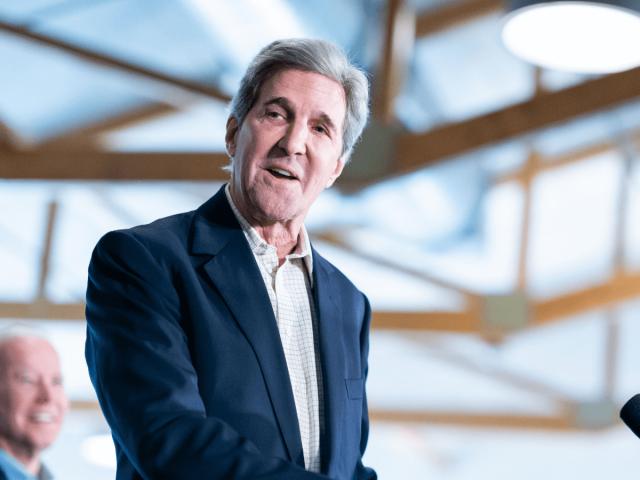 John Kerry unterstützt Joe Bidens Präsidentschaftskandidatur.
