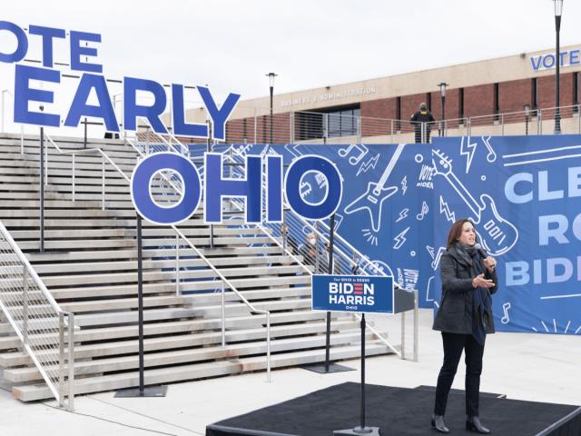 Kamala Harris bei einer Kundgebung zur vorzeitigen Stimmabgabe in Ohio.