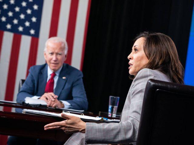Joe Biden und Kamala Harris erhalten ein Coronavirus-Briefing.