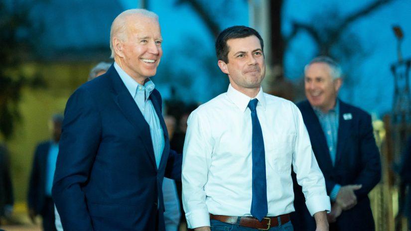 Joe Biden und Pete Buttigieg bei einer Wahlkampfveranstaltung in Texas vor dem Super Tuesday 2020.