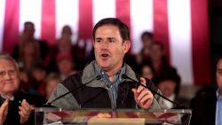 Gouverneur Doug Ducey bei einer Wahlveranstaltung in Prescott, Arizona 2018.