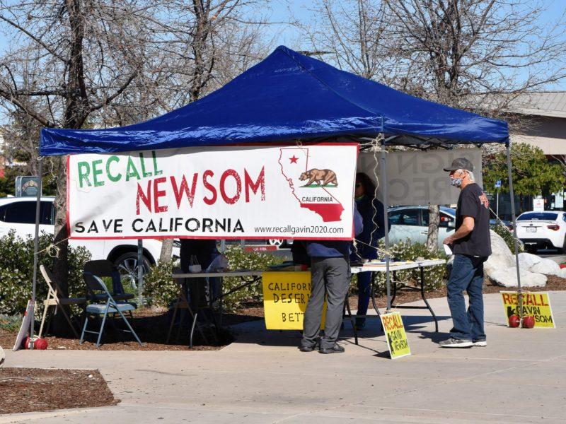 Unterschriftensammlung für die Rückrufpetition des Kalifornischen Gouverneurs Gavin Newsom.