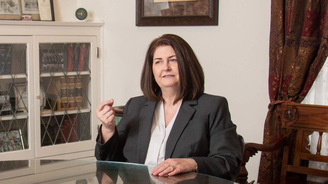 Susan Wright im Gespräch mit Wählerinnen.