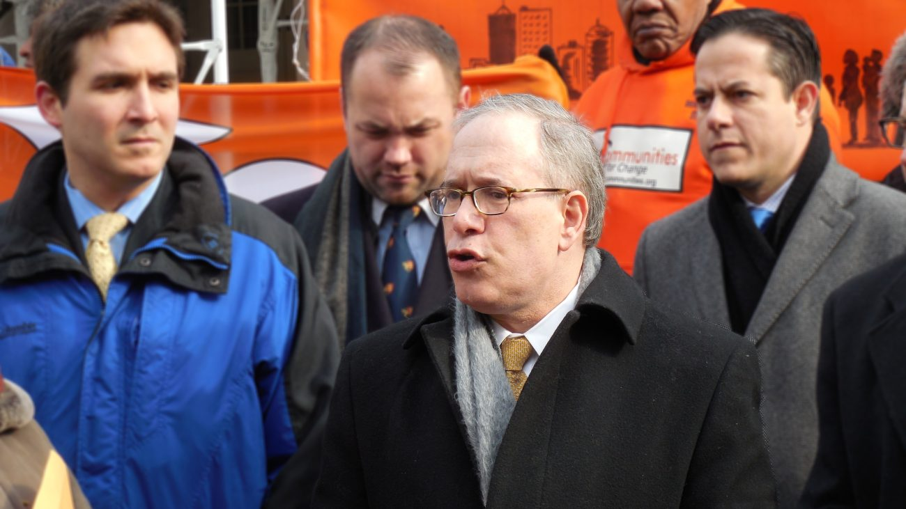 Scott Stringer bei einer Veranstaltung zur Verschärfung von Mietenregulierungen 2015 in New York City.